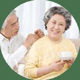 Người già/ người cao tuổi có nhu cầu chăm sóc sức khỏe