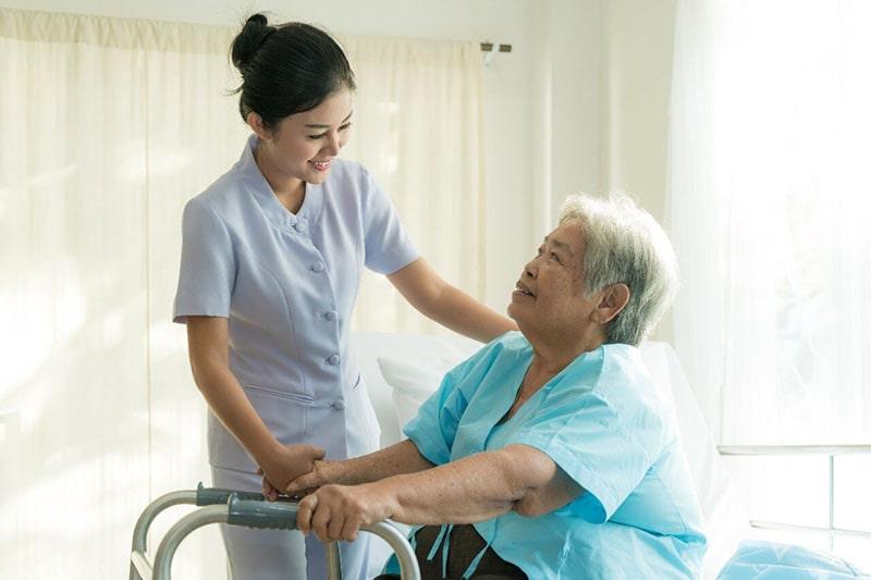 Những điều bạn không thể không biết khi mua bảo hiểm nhân thọ cho người già
